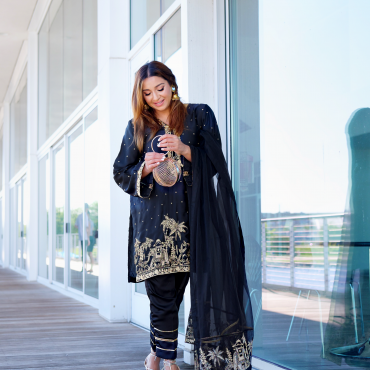 browngirlstyles southasian blogger wearing desi outfit